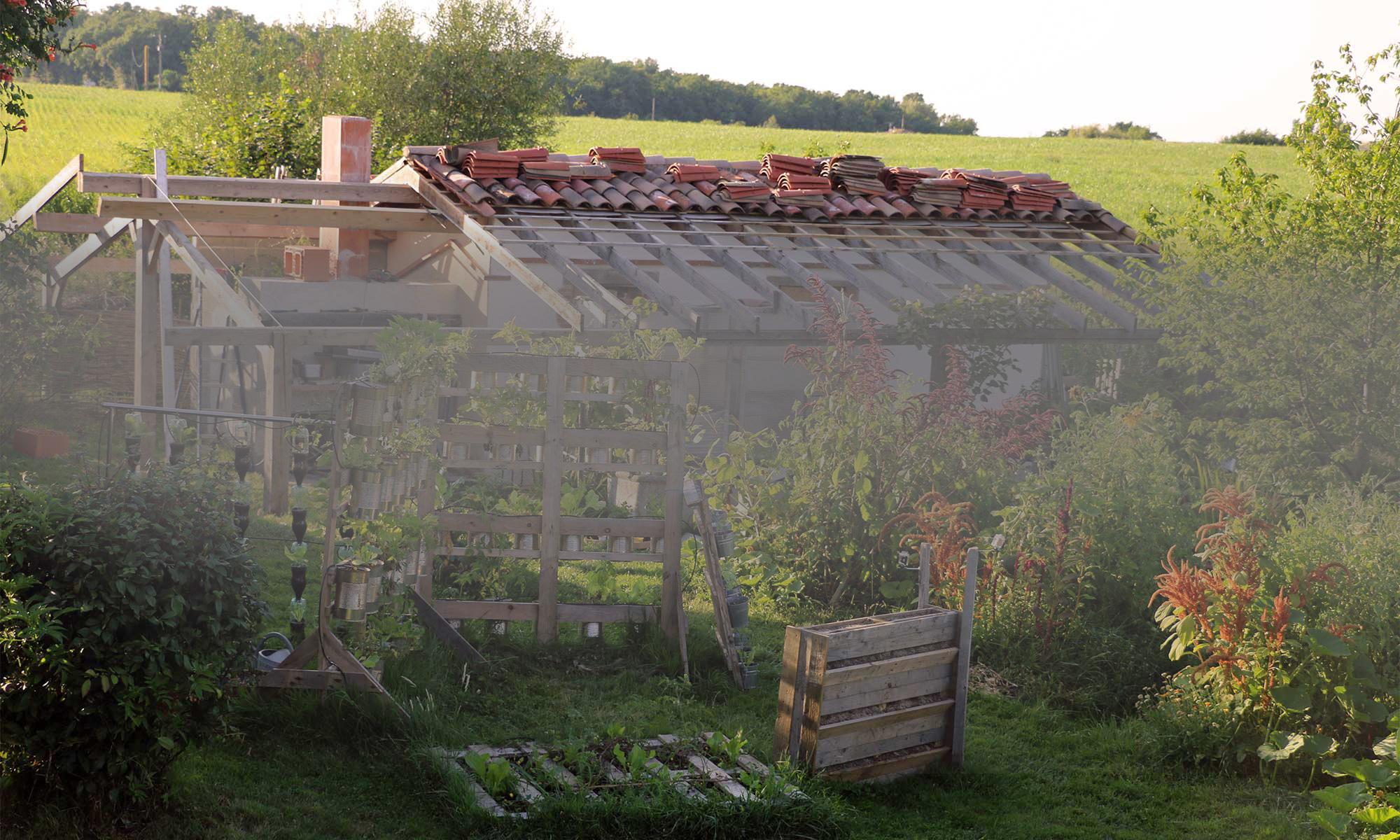 Construction de l'Oasis ressource des Jardins de Baugnac.