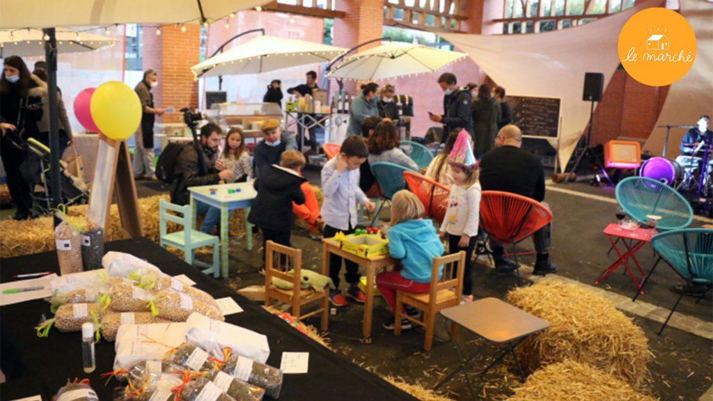 Producteurs locaux et animations lors du marché Ruche.