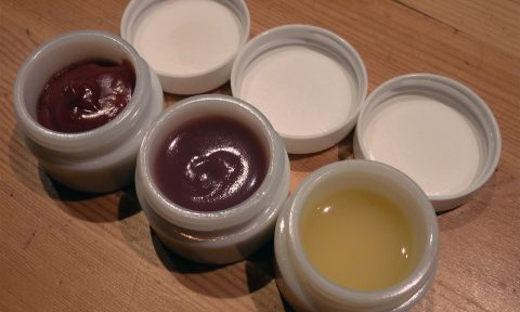 Atelier pour apprendre à fabriquer son maquillage naturel, les Ateliers en Herbe.